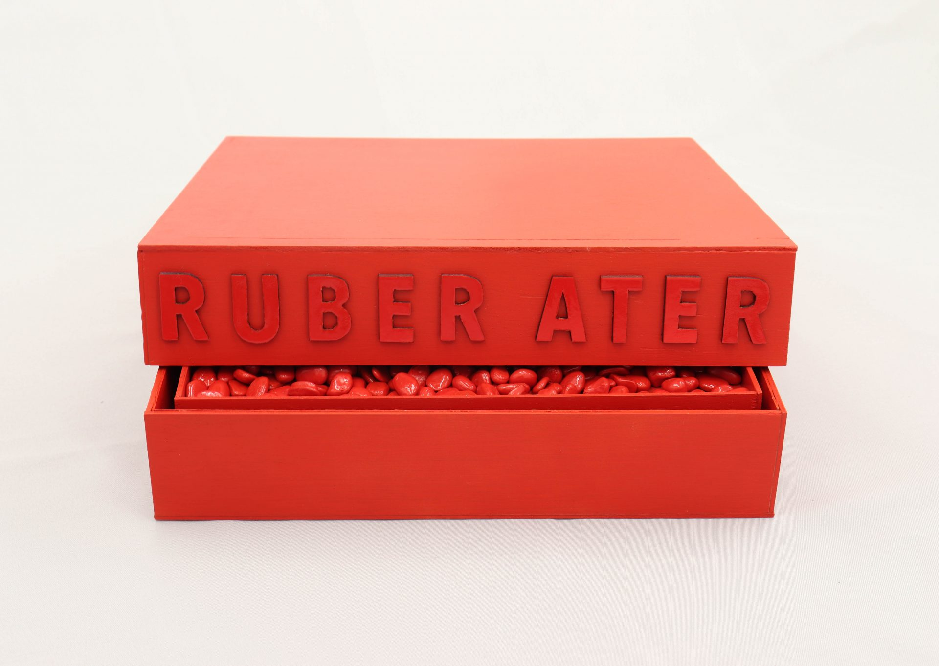 Ruber Ater Wood, clay, cardboard, pvc, stone 32x32x6,5cm(closed)